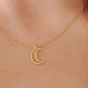 🌙HURRY‼️2 LEFT‼️gold crescent moon charm necklace